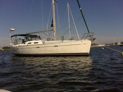 Beneteau-393-Moon-Dance-open