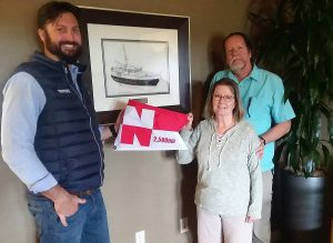 Mike and Lou Ann Forshee receive  Distance Pennant